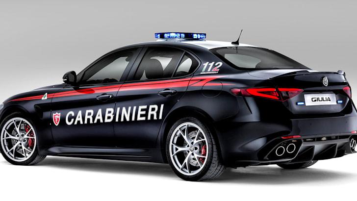 alfa-romeo-giulia-quadrifoglio-carabinieri-rear