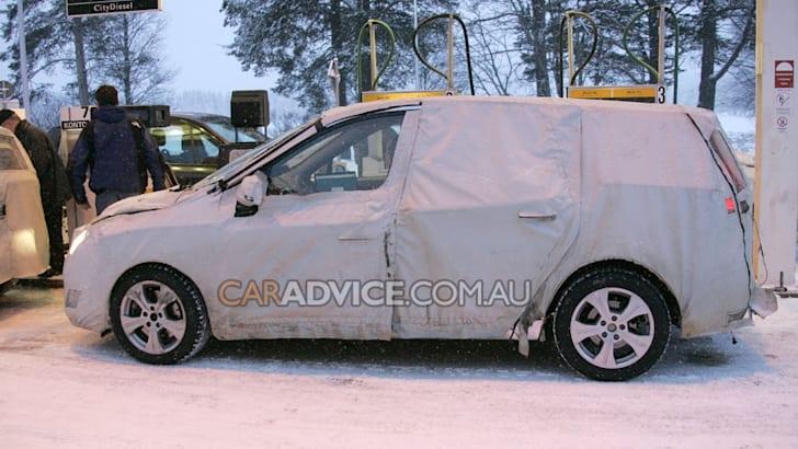 2009 Renault Scenic mini-MPV spied