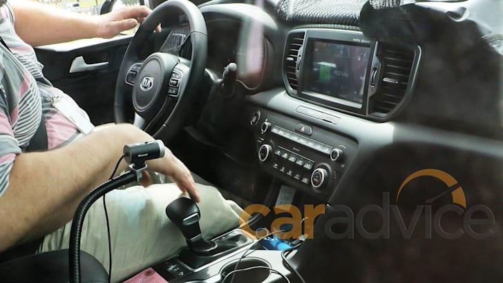 kia-sportage-spy-interior-1
