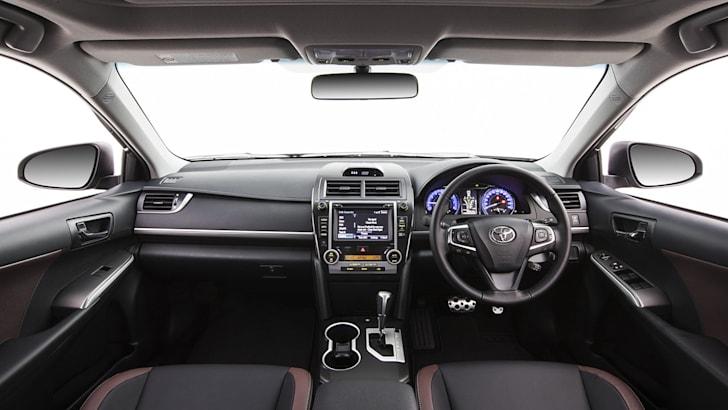 2016 Toyota Camry Atara SX