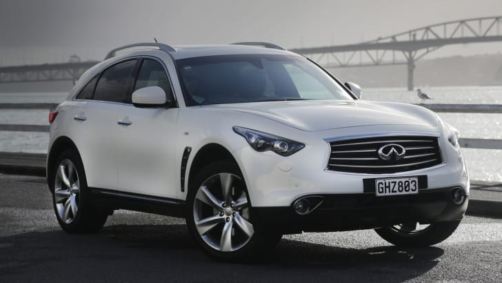 Infiniti FX50S - Front Side