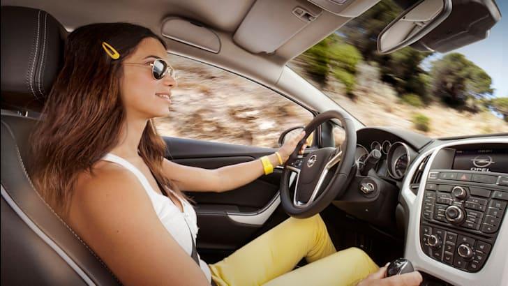 Opel Astra GTC - Interior Driving