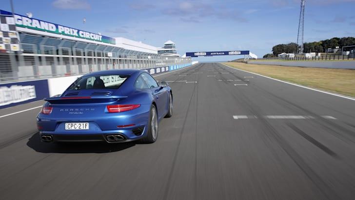 2014-Porsche-911-Turbo-17