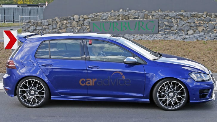 volkswagen-golf-r400-spy-5-side