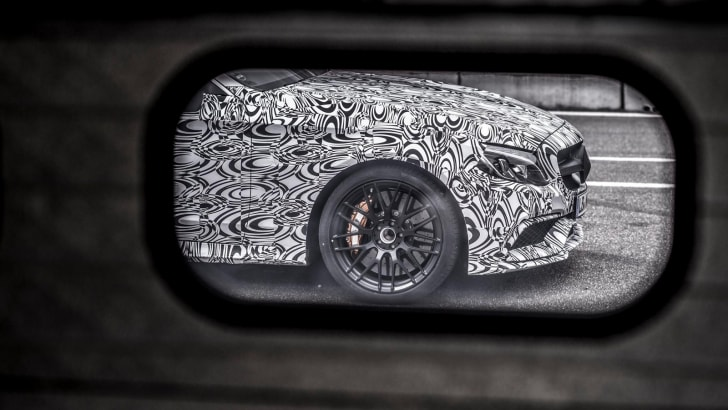 2016_mercedes-amg_c-63_coupe_teaser_03