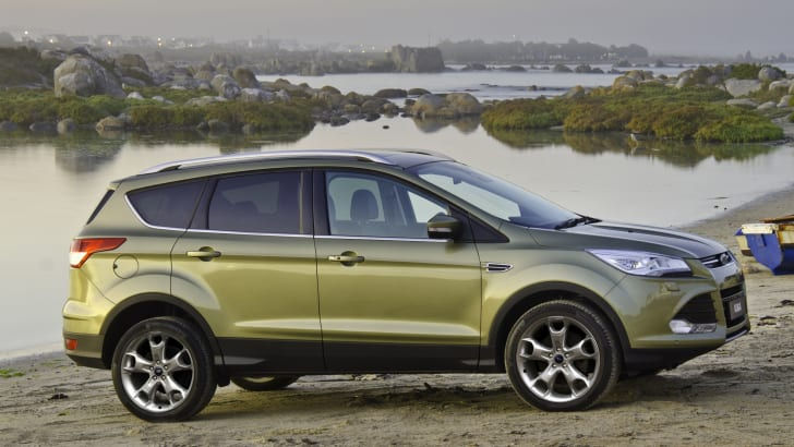 Ford_Kuga_TF_Titanium profile
