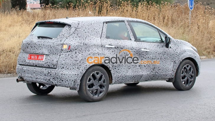 2016_renault_grand-captur_spy-photos_03
