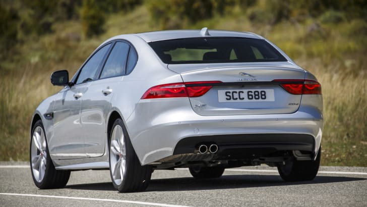 2016 Jaguar XF Review - 27