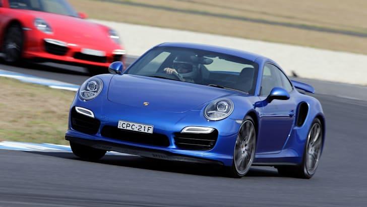 2014-Porsche-911-Turbo-Review-026