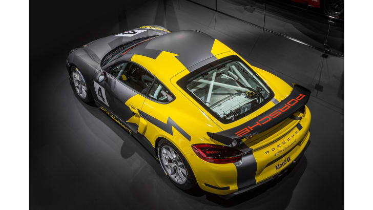 porsche-cayman-gt4-clubsport-rear