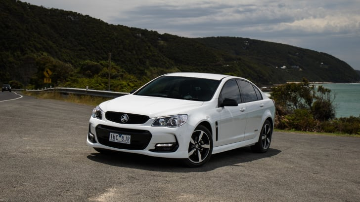 2016-holden-commodore-sv6-black-edition-01