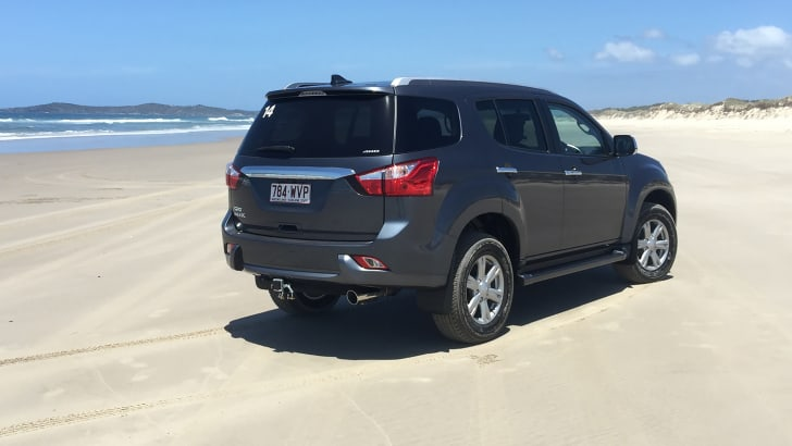 2017-isuzu-mu-x-review-hero