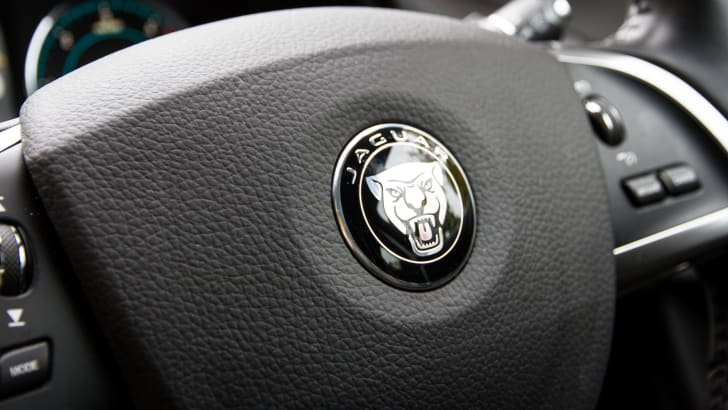 2015-jaguar-xf-s-diesel-sedan-6