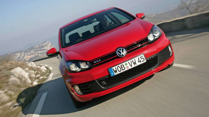 2010VolkswagenGolfGTI-Picture03