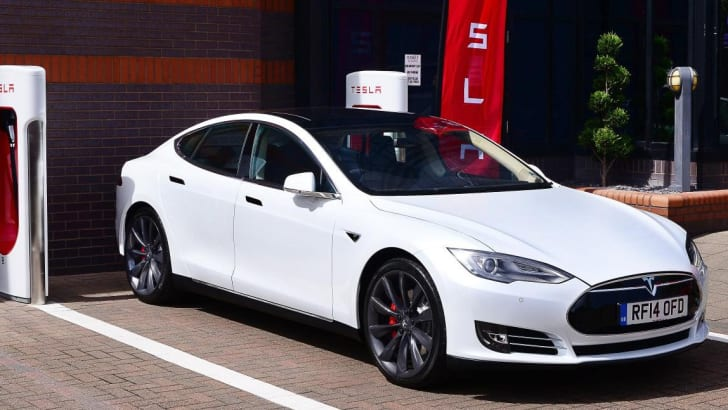 Tesla-Supercharger-UK-3-e1407968132571
