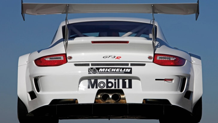 2010_Porsche_911_GT3_R_02