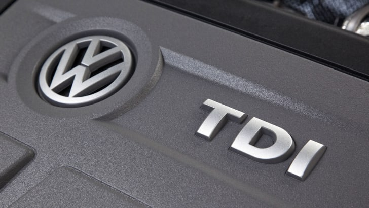 volkswagen-tdi-engine-cover-bokeh