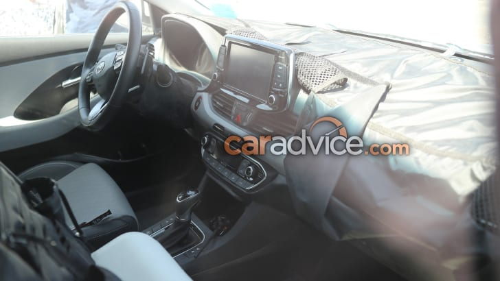 2017_hyundai_i30_spy-photos_inside-and-out_07