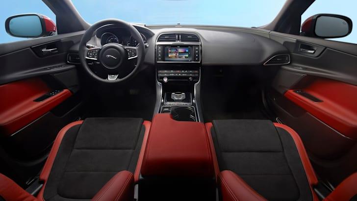 2015 Jaguar XE_06