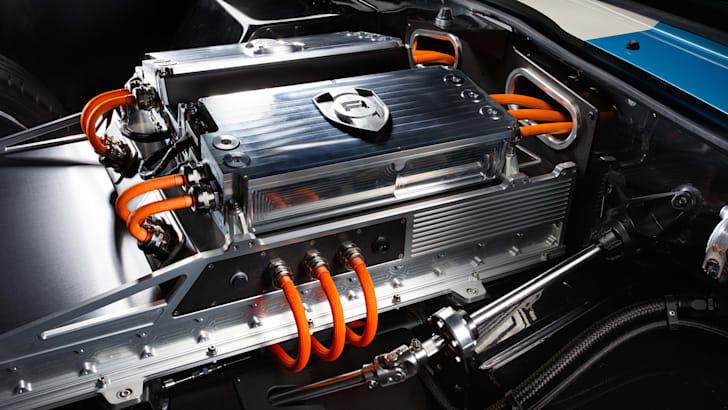 Renovo coupe - engine
