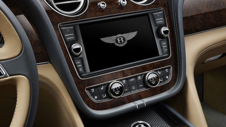 2016_bentley_bentayga_official_17