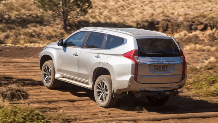 2016-mux-fortuner-everest-pajerosport-patrol-4x4-wagon-comparison-263