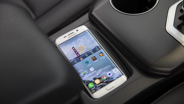 2016 Toyota Camry Atara SL wireless phone charger