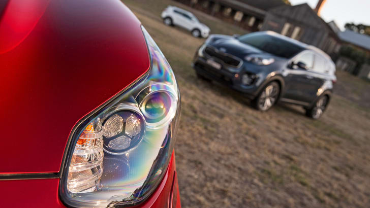 2016 Kia Sportage Platinum headlamp detail.