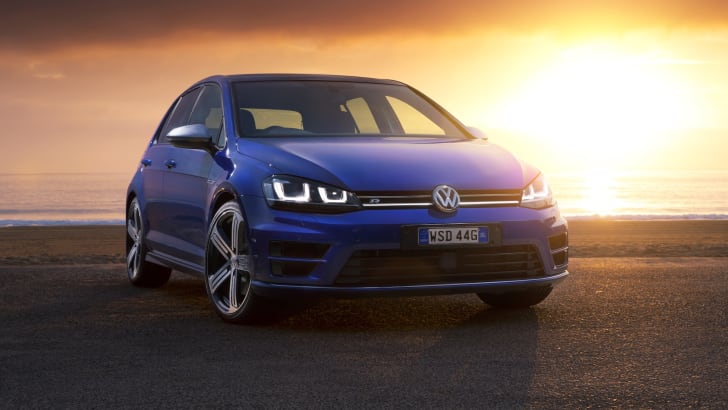 Volkswagen-Golf-R-11