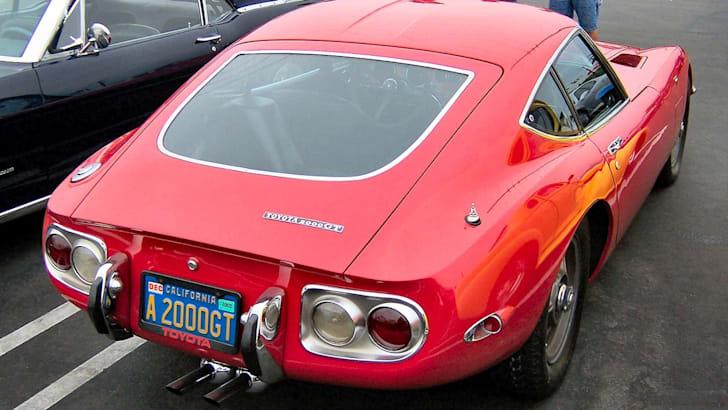 Toyota_2000GT_rear