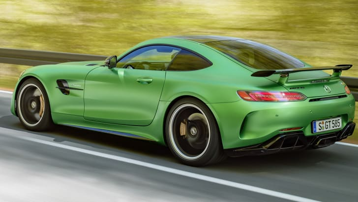 AMG GT R; 2016; Landstraße; Exterrieur: AMG Green Hell magno; Kraftstoffverbrauch kombiniert: 11,4 l/100 km, CO2-Emissionen kombiniert: 259 g/km AMG GT R; 2016; country road; Exterior: AMG Green Hell magno; Fuel consumption, combined: 11.4 l/100 km, CO2 emissions, combined: 259 g/km