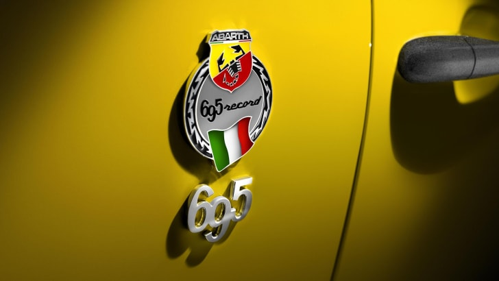 abarth-695-biposto-record-badge