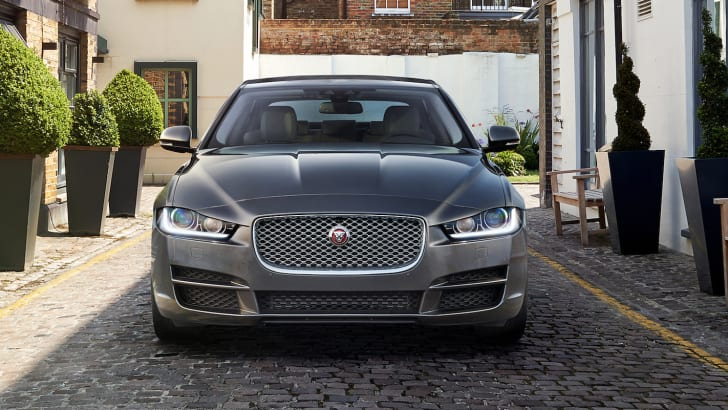 JAGUAR_XE_PORTFOLIO_LONDON_02