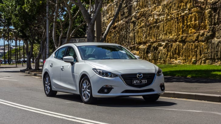 2016 Mazda 3 Touring Sedan v 2016 Hyundai Elantra Elite-107