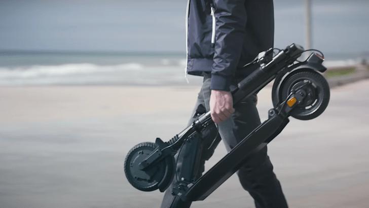 مرسدس بنز از جدیدترین دوچرخه برقی خود به نام eScooter رونمایی نمود.