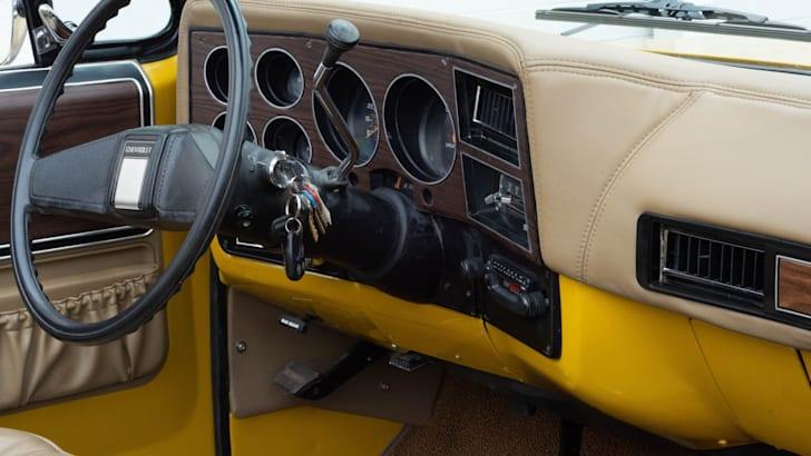 Тебе понадобится ... гараж побольше? Кабриолет Chevrolet K5 Blazer 1974 года выставлен на продажу   CarAdvice