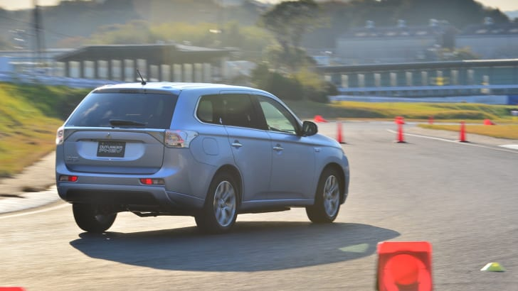 2014-Mitsubishi-Outlander-PHEV-Review-44