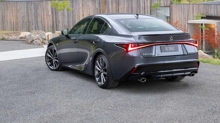 Lexus дразнит новую модель F Sport, которая может получить IS 500 с двигателем V8 | CarAdvice