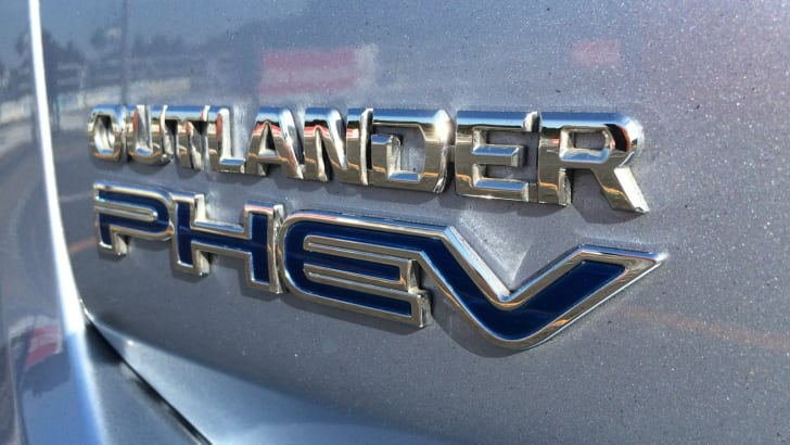 2014-Mitsubishi-Outlander-PHEV-Review-07