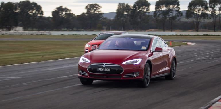 2015-tesla-model-S-p85D-v-v8-supercar-v-walkinshaw-w507-race-60