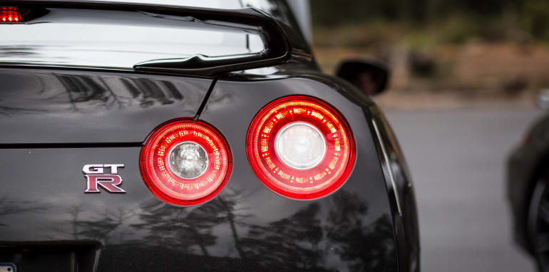 2015-porsche-911-turbo-v-nissan-gtr-comparison-47
