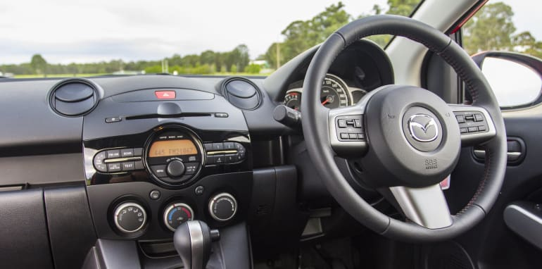 2014-Mazda-2-interior