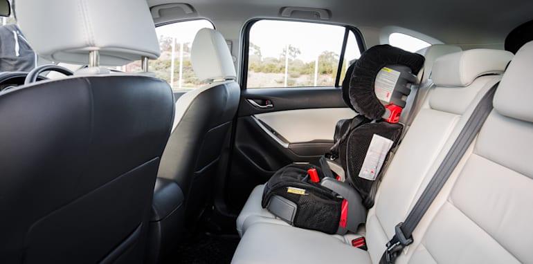 2015-RAV4-CX5-TUCSON-FORESTER-4-car-medium-suv-comparison-128