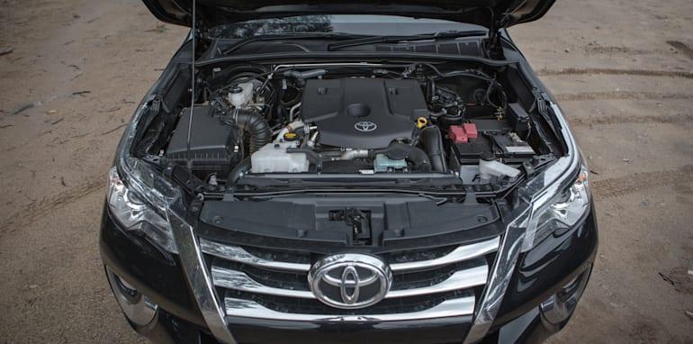 2016 Toyota Fortuner GXL V Mitsubishi Pajero Sport Exceed-31