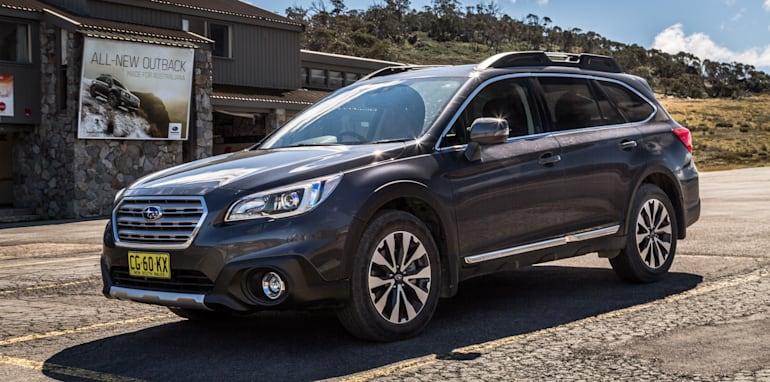 2016 Volkswagen Passat Alltrack 2.0TDI v 2016 Subaru Outback 3.6R Premium-30