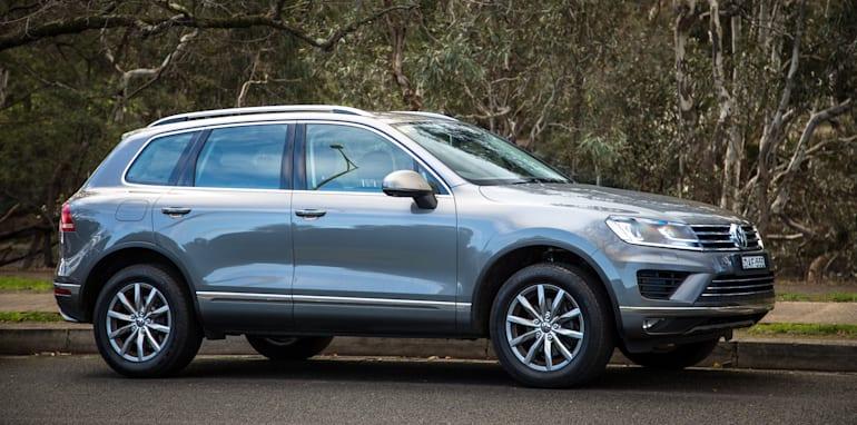 2016-jeep-grand-cherokee-volkswagen-touareg-comparison-57