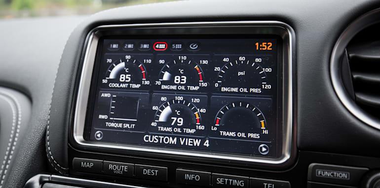 2015-porsche-911-turbo-v-nissan-gtr-comparison-17