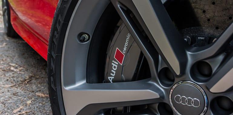 2015 Tesla Model S P85D v 2015 Audi RS7-13