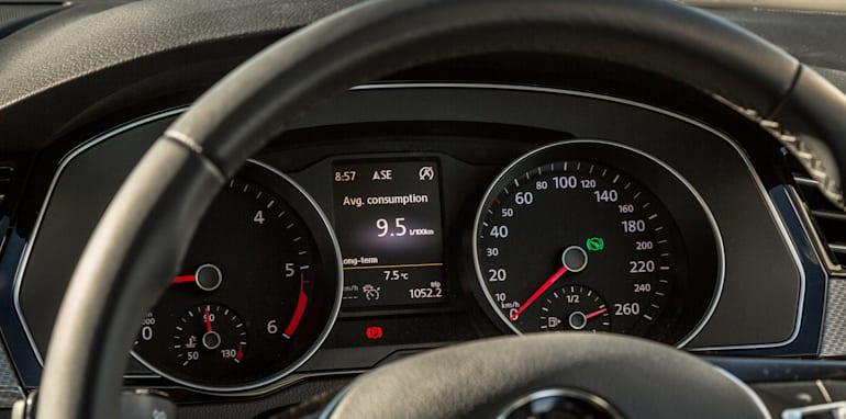 2016 Volkswagen Passat Alltrack 2.0TDI v 2016 Subaru Outback 3.6R Premium-60