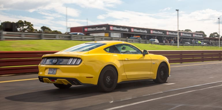 2017-ford-mustang-lt-23